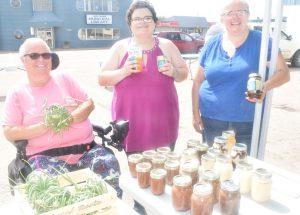 PICs – HP farmers' market moves outside